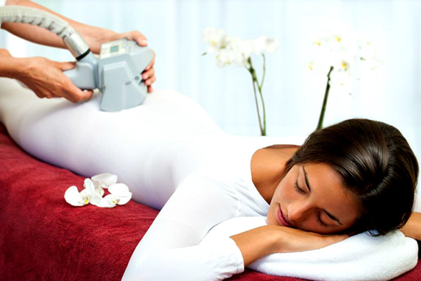 Synergie uses Vacuum Massage Technology, which gently combines suction and pressure to release the fluids in the fat cells that cause cellulite.